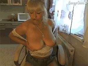 BustySelen sex cam girl image