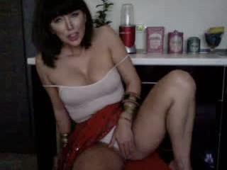 sophietherapy XXX sex cam young cam girl that loves close-up naughty shots