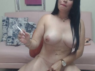 allesyamichel doing it solo, pleasuring her little pussy live on webcam