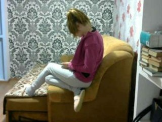 sexsy_shine teen with an ohmibod slutting it up live on camera