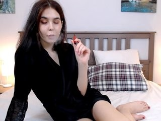 monikaqueen young girl who like to show live sex via webcam
