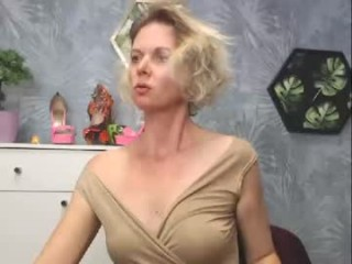 passioncarla blonde and her wet little pussy, live on webcam
