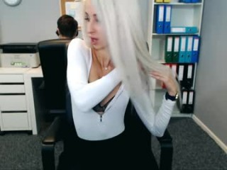 perfectview doing it solo, pleasuring her little pussy live on webcam