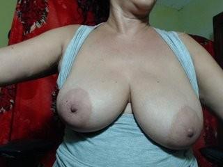ninasaenz the most beautiful brunette mature cam girl live on sex cam