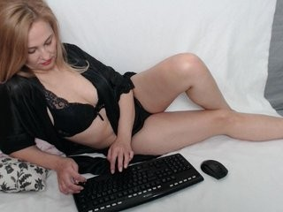 hold-me-tight blonde and her wet little pussy, live on webcam