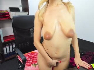 melanieiceeye blonde and her wet little pussy, live on webcam