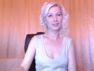 irissska doing it solo, pleasuring her little pussy live on webcam