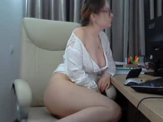 shygirlsweet virtual sex with a horny, completely hot mature cam girl