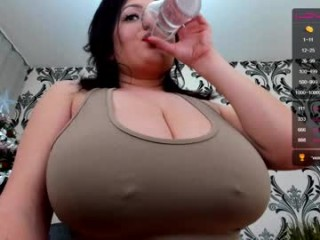 farradayy young cam girl slut with big, firm tits masturbating live on sex cam