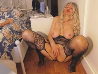 elenanueva blonde and her wet little pussy, live on webcam