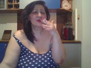 carlas-dreams the most beautiful brunette mature cam girl live on sex cam