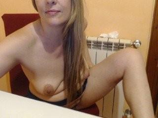 elsa29 blonde and her wet little pussy, live on webcam