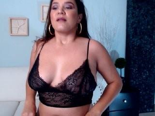 tinaelliot young girl who like to show live sex via webcam