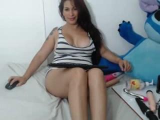 roxxy_milf show live sex via webcam
