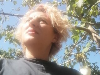 sunnylarrah11 blonde mature cam girl and her wet little pussy, live on webcam