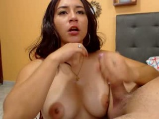 liss_and_mike Latino slut masturbating live on a webcam