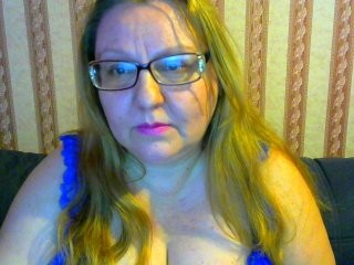 mysterlousw blonde mature cam girl and her wet little pussy, live on webcam