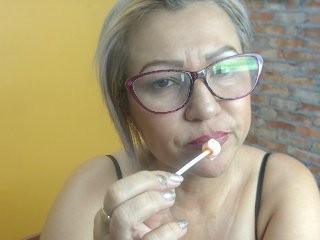 alejita-smith blonde mature cam girl and her wet little pussy, live on webcam