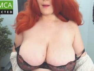 foxytara BBW milf cam girl teasing her pussy live on sex cam