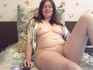 lana4ka83 doing it solo, pleasuring her little pussy live on webcam