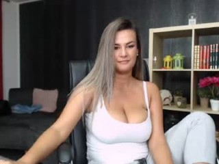 aeliss9 couple doing everything you ask them in a sex chat