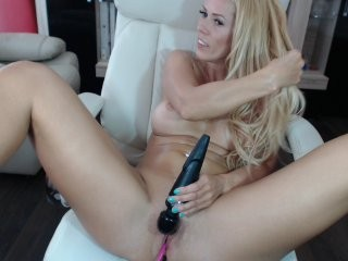 amysuperheroe blonde and her wet little pussy, live on webcam