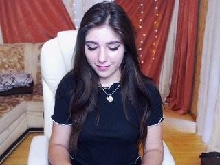 shakira-firre young girl who like to show live sex via webcam