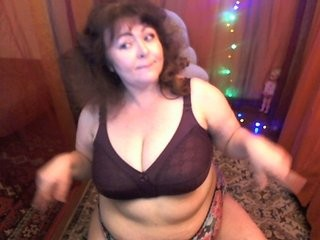 patsyorose redhead mature cam girl being naughty and seductive on a live webcam