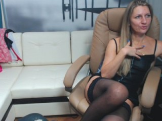 squirtbbcunt doing it solo, pleasuring her little pussy live on webcam