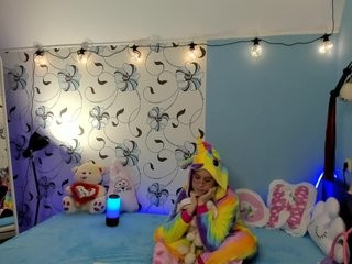kira-li-lime show live sex via webcam