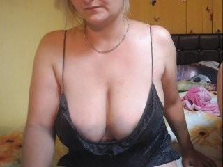enjoys3x bisexual fucking boys and girls live on sex camera