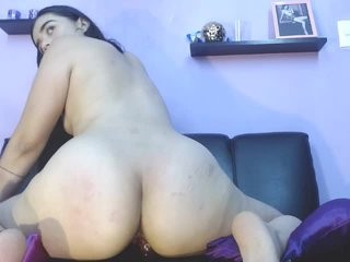 sarahaddad show live sex via webcam