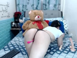 lusty_lyn XXX cam live cum show with a horny little young cam girl