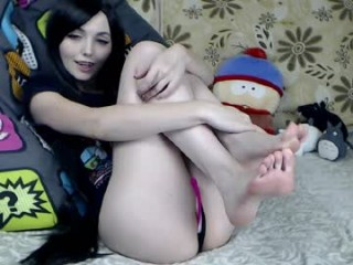 sia_siberia seductress showing off her immaculate, sexy feet live on cam