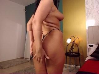 millakrossxxx doing it solo, pleasuring her little pussy live on webcam