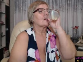 selenna57 bisexual mature cam girl fucking boys and girls live on sex camera