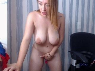bonniekiut young girl who like to show live sex via webcam