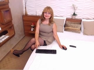 angiegreen blonde mature cam girl and her wet little pussy, live on webcam