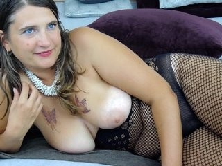 tracy-emerson the most beautiful brunette live on sex cam