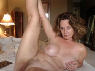 ladybabs XXX sex cam mature cam girl that loves close-up naughty shots