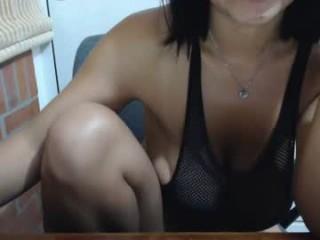 shara10 Latino slut masturbating live on a webcam