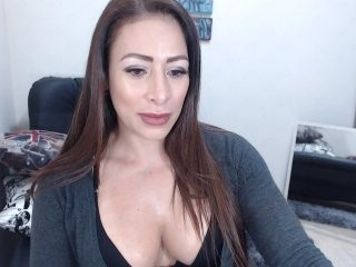kyle2050 doing it solo, pleasuring her little pussy live on webcam