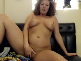 roxyrolla pretty slut doing all the hottest things on XXX cam