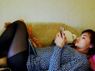alya555 doing it solo, pleasuring her little pussy live on webcam