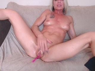 trophymilf show live sex via webcam