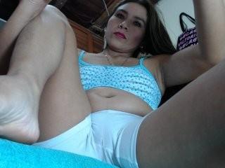 sweetwomanxx Latino slut masturbating live on a webcam