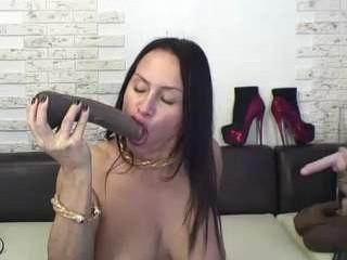 florasquirt mature cam girl doing it solo, pleasuring her little pussy live on webcam