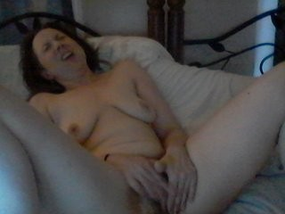 cumgagnsquirt XXX sex cam young cam girl that loves close-up naughty shots