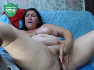 emmasquirt69 the most beautiful brunette live on sex cam
