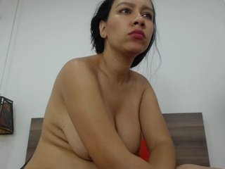 alessathomso doing it solo, pleasuring her little pussy live on webcam